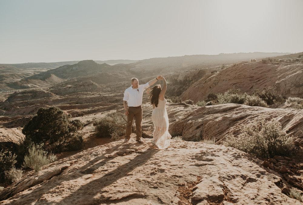 Delicate Arch elopement. Moab elopement photographer.