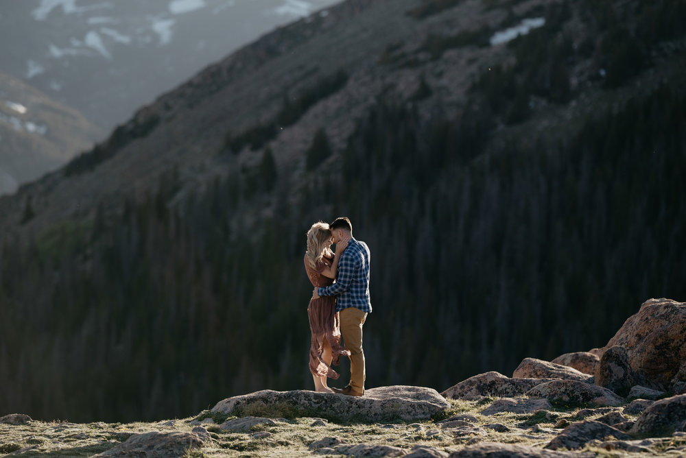 Colorado elopement photographer. Trail Ridge Road elopement photos.