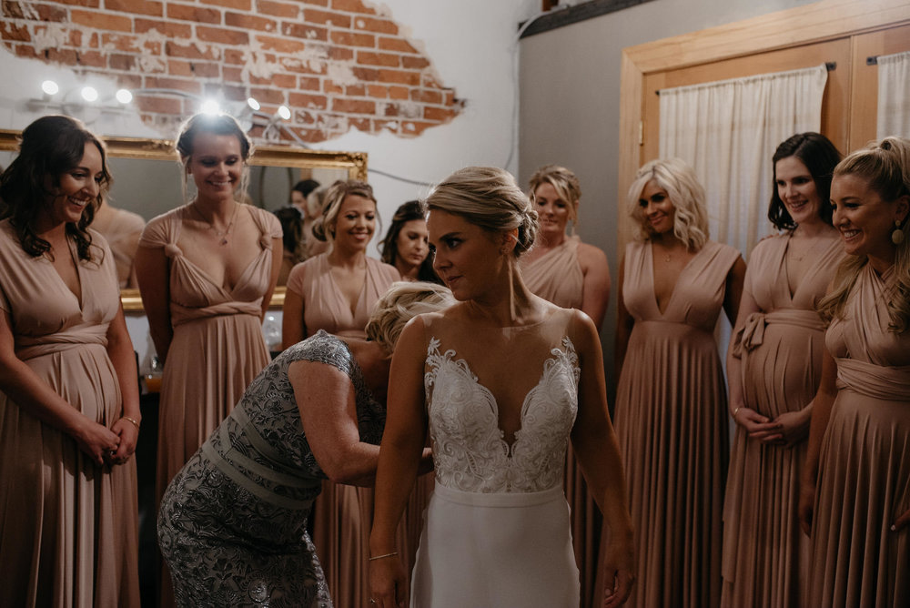Moss Denver wedding in Colorado. Photos of girls getting ready before ceremony. Colorado wedding photographer.
