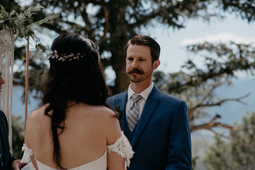 Colorado elopement photographer. Ceremony at Sapphirte Point.