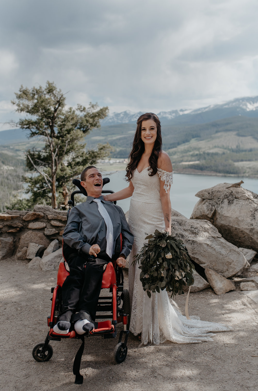 Colorado mountain wedding photographer. Family photos at Sapphire Point elopement.