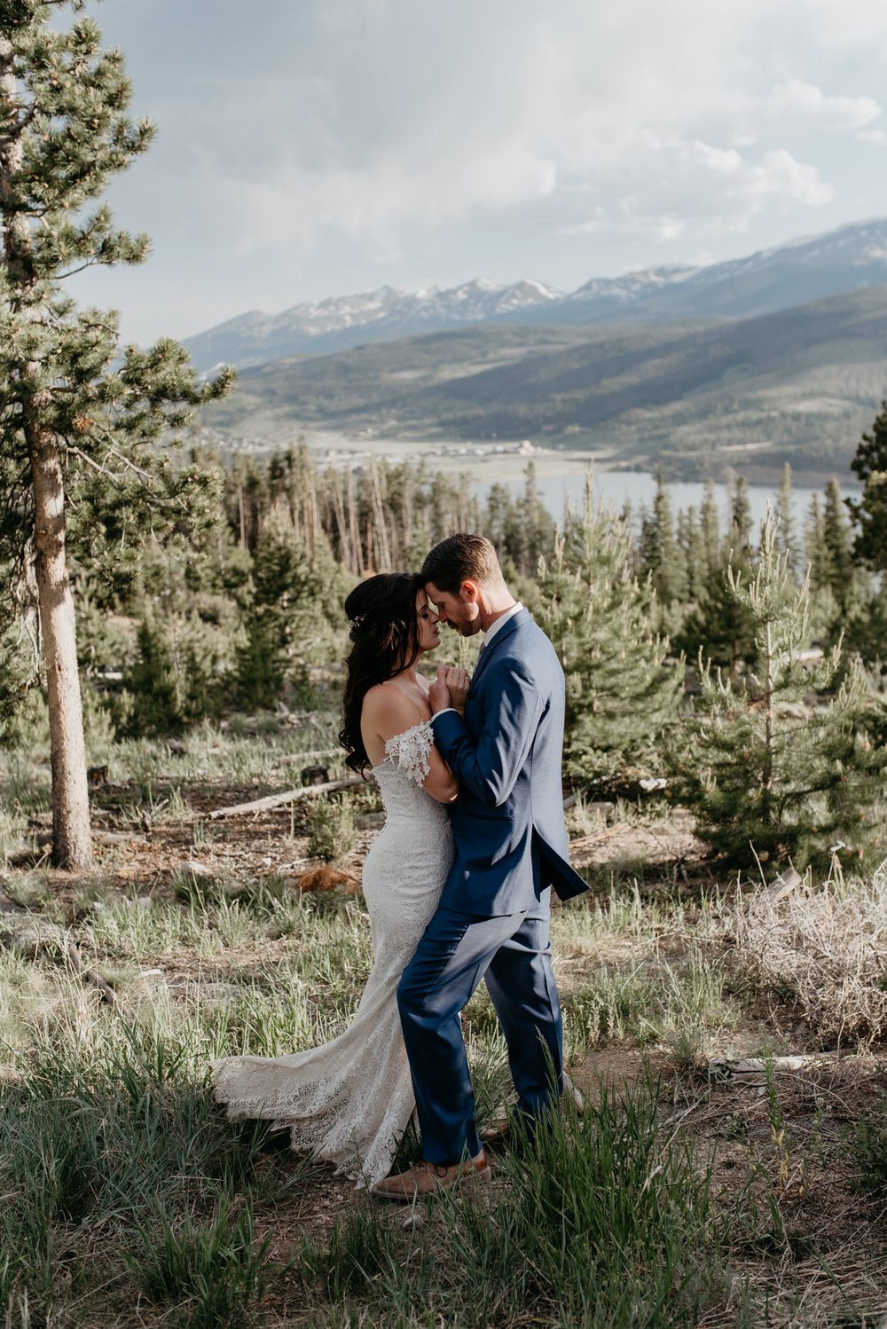 Colorado elopement photographer. Sapphire Point elopement in Dillon, CO.
