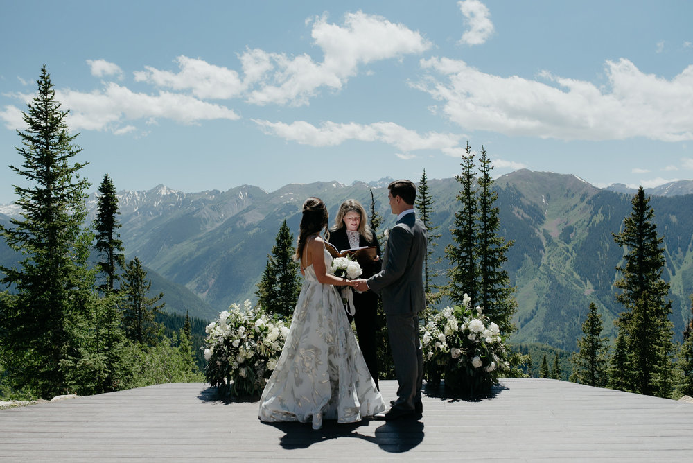 Wedding ceremony in Aspen, Colorado. Colorado based wedding and elopement photographer.