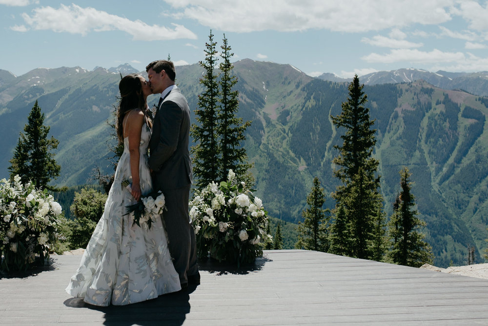 ceremony-first-kiss-alyssa-reinhold