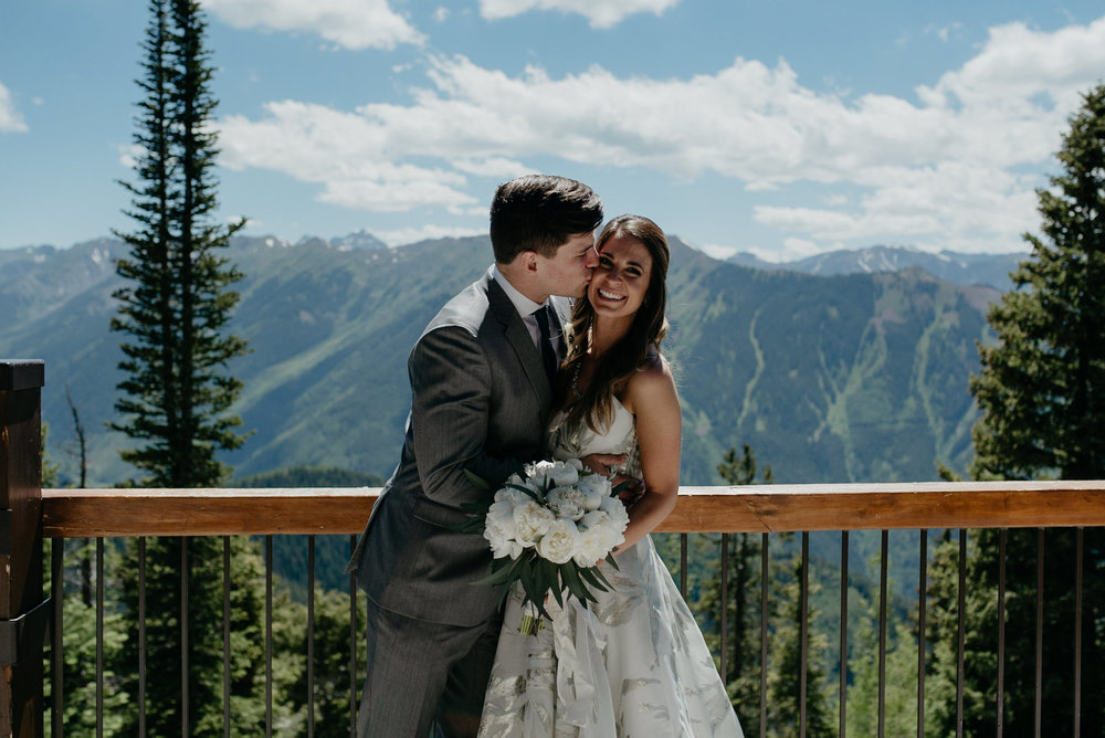 Colorado wedding photographer. Colorado mountain wedding venue. The Little Nell intimate wedding.