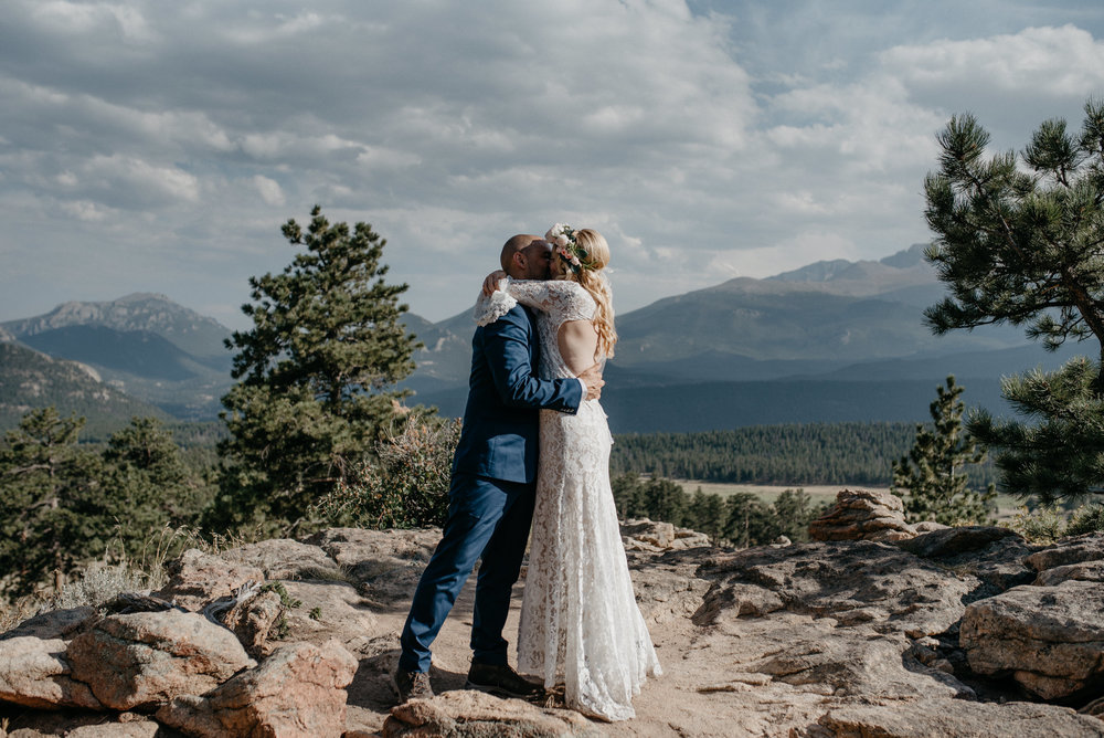 First kiss at Rocky Mountain National Park elopement