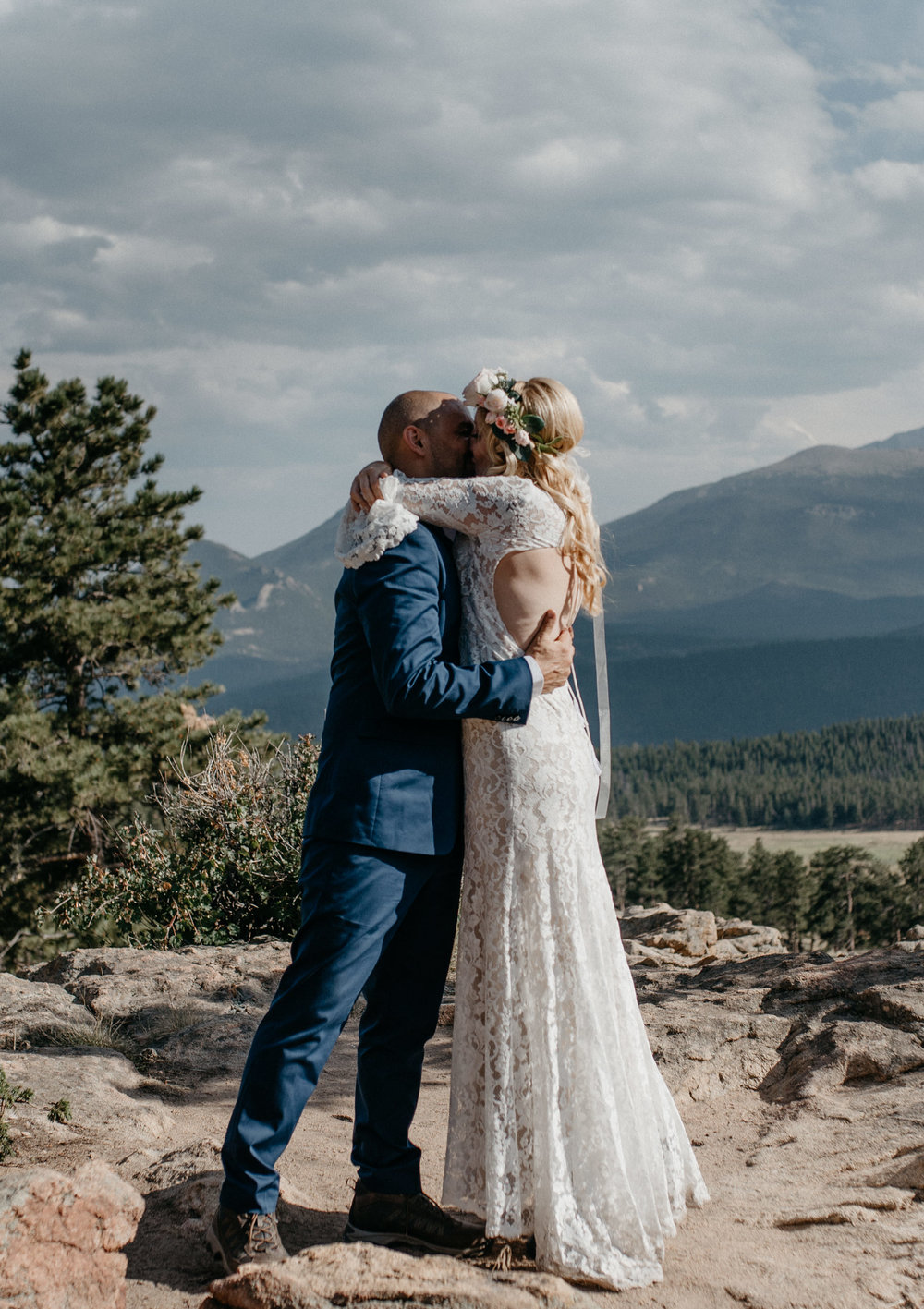 3M Curve elopement in Rocky Mountain National Park. First kiss photo by Alyssa Reinhold, Colorado elopement photographer.