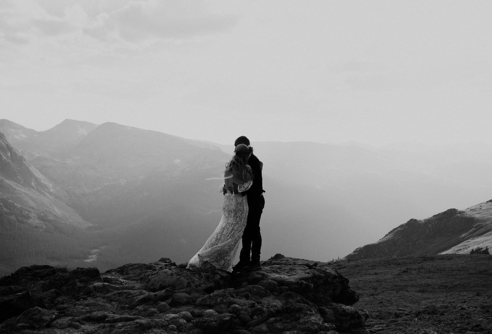 Colorado elopement photography. Trail Ridge Road wedding photographer.