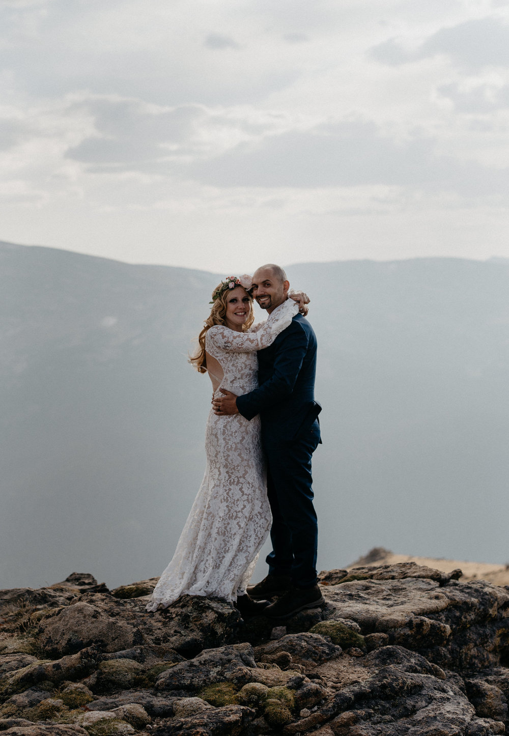Colorado intimate wedding and elopement photographer.. RMNP elopement.