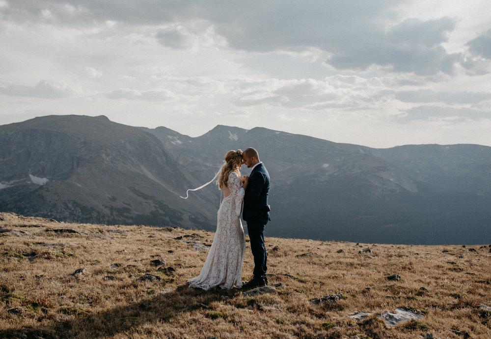 Trail Ridge Road adventure elopement. Colorado elopement photography.