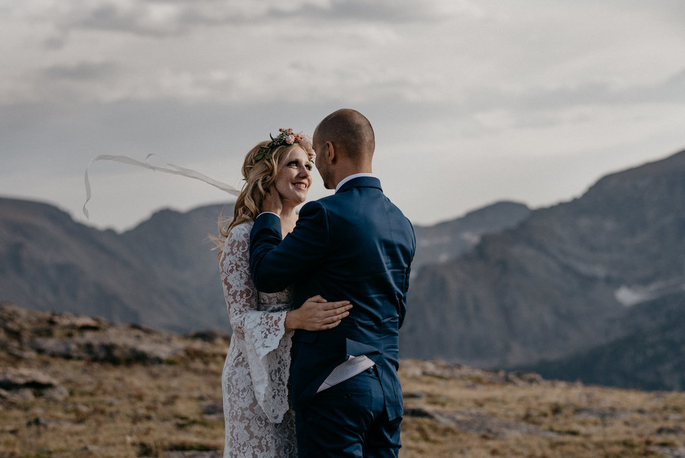 Boho elopement in Rocky Mountain National Park. Colorado elopement and wedding photographer.