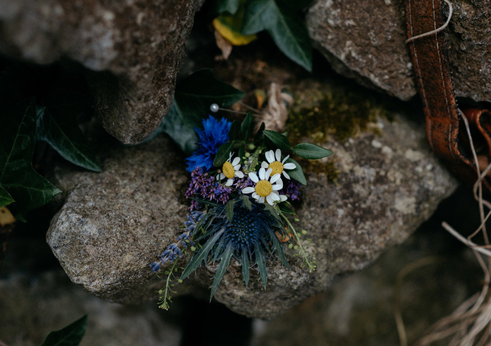Wedding florals at Newtown Castle wedding in County Clare, Ireland. Ireland wedding and elopement photographer.