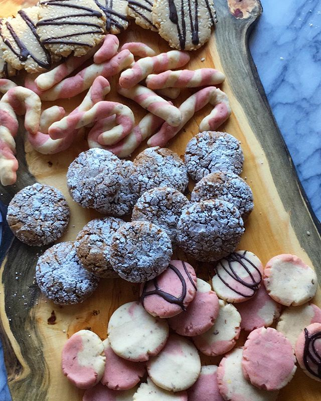 cookies, duh. from an event i did last weekend. i always try to make desserts a bit healthier with natural cane sugar, coconut sugar, or maple syrup. this time of year it's hard to say no to sweets but at least we can try to make them better. 😉 . pictured are tahini cookies with dark chocolate drizzle, candy cane cookies, and gingerbread espresso (decaf) crinkle cookies. . also found out that my great grandmother, Pansy, made candy cane cookies every year around the holidays. they take patience and time, which is why i ended up with candy cane coin cookies too. 😁❤️ . . 📷 by @tofuscramble . . . #cookies #vegancookies #baking #veganbaking #vegan #plantbased #veganholiday #vegandessert #veganfoodshare #veganeats #veganfoodpic #bestofvegan #veganchef #holidaybaking #veganbaker #veganpastry #vegansofig #feedfeed @thefeedfeed #madewithlove #organic #plantstrong #plantpusher #vegetarian #dairyfree #eggfree #hautecuisines #beautifulcuisines