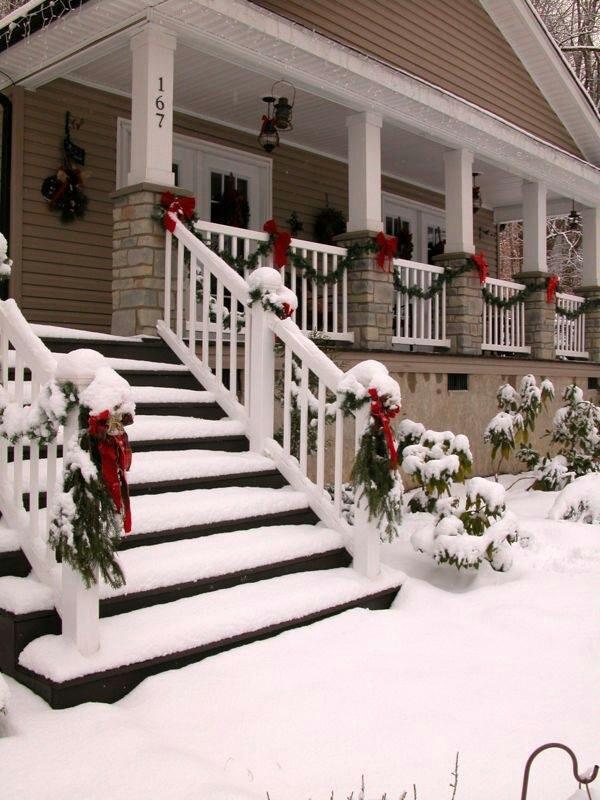 Christmas porch garland.jpg