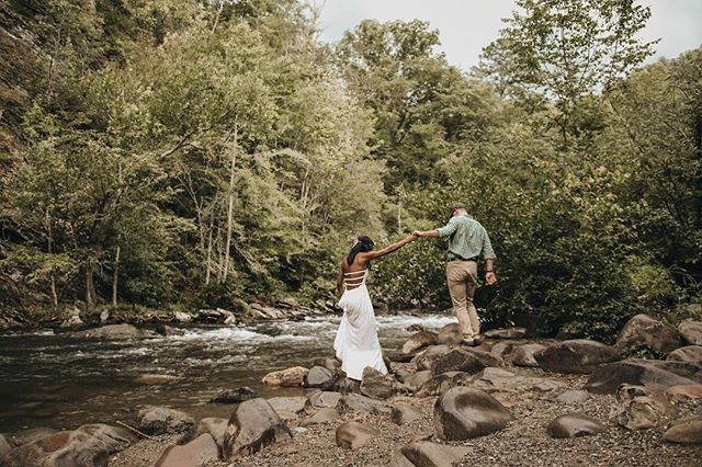 Throwing it back to a year ago with our very first ever couples adventure session with Sy and Jake. We are so incredibly thankful for the people that have believed in our work since day one! And the love + adventures we've been able to witness. ✨