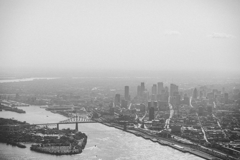 Montréal in Black and White. (Thank you to  Hélicraft )