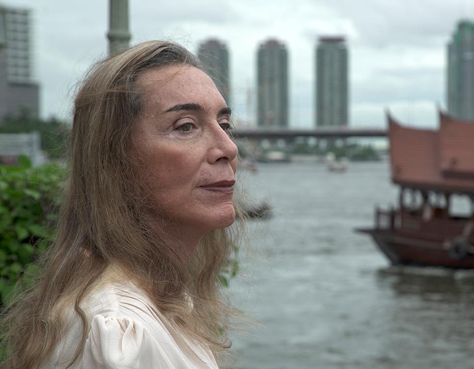 错位    曾经,香港人Bobbie Huthart是一名成功的商人、花花公子和父亲,她去泰国做了变性手术,向女性过渡。与Bobbie的旅程交织在一起的,是来自贵州的年轻跨性别男子C先生的故事……   阅读更多