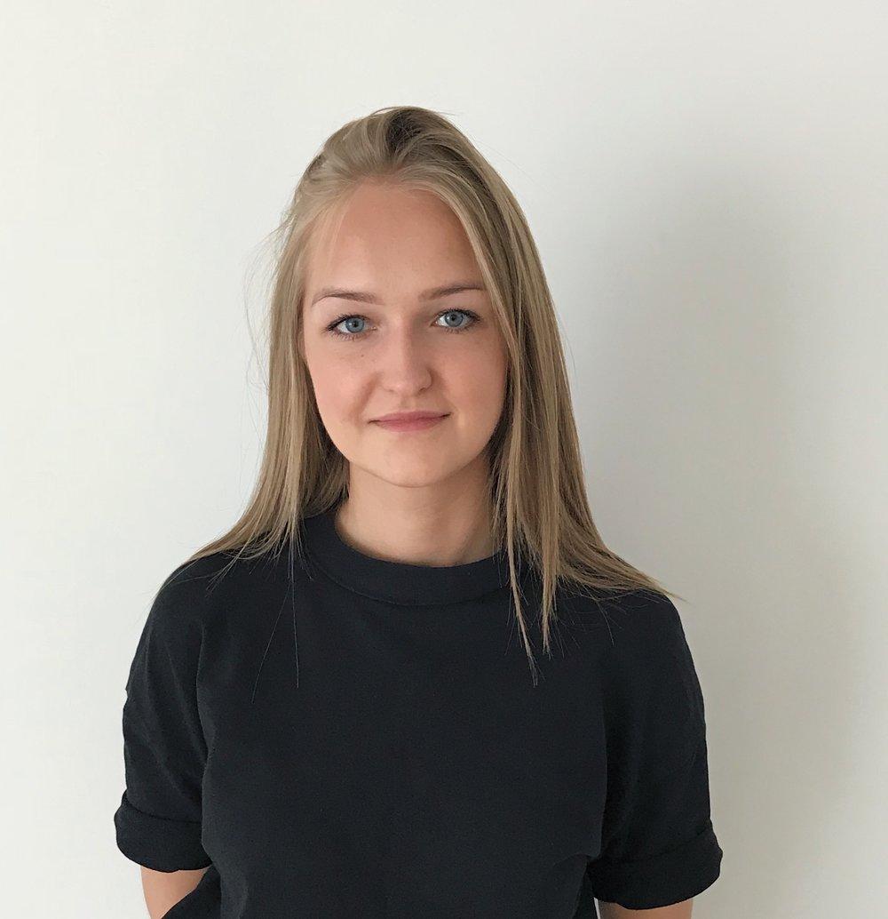 伊娃   伊娃是中国国际女性影展的 项目经理 。她来自立陶宛,毕业于诺丁汉大学现代汉学和国际关系系。她对中国历史、语言、国内和国外关系、文化抱有特别的兴趣以及深刻的知识。在工作环境的方面,她喜欢团队协作、接受挑战并对工作保持积极的态度。她从2018年8月开始加入影展团队。  邮件地址:  i.kavaliauskaite@chinawomensff.net