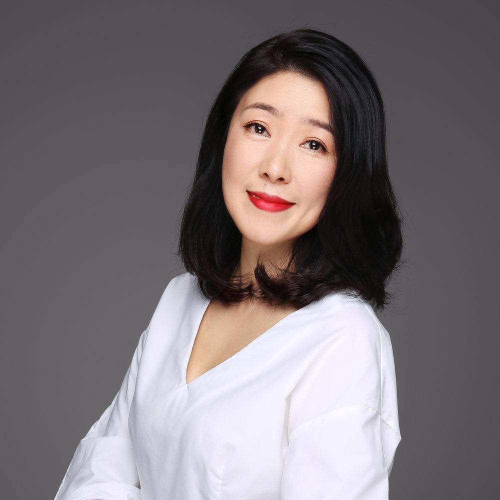 卞京丽   卞京丽是我们的 加拿大地区代表 。为中国国际女性影展工作前,京丽就职于DKT国际北京公司,这是一家通过社会营销推动生殖健康的社会企业。她是公司创建初期的核心人员之一,负责与其它国内外组织和机构的合作项目。早期她任职于清华大学对外学术文化交流中心协助海外学术项目的开展,也曾在石油行业服务八年时间。京丽是英国诺丁汉大学教育学硕士,也获得奖学金入选INSEAD社会企业家项目。  邮件地址:  contact@chinawomensff.net