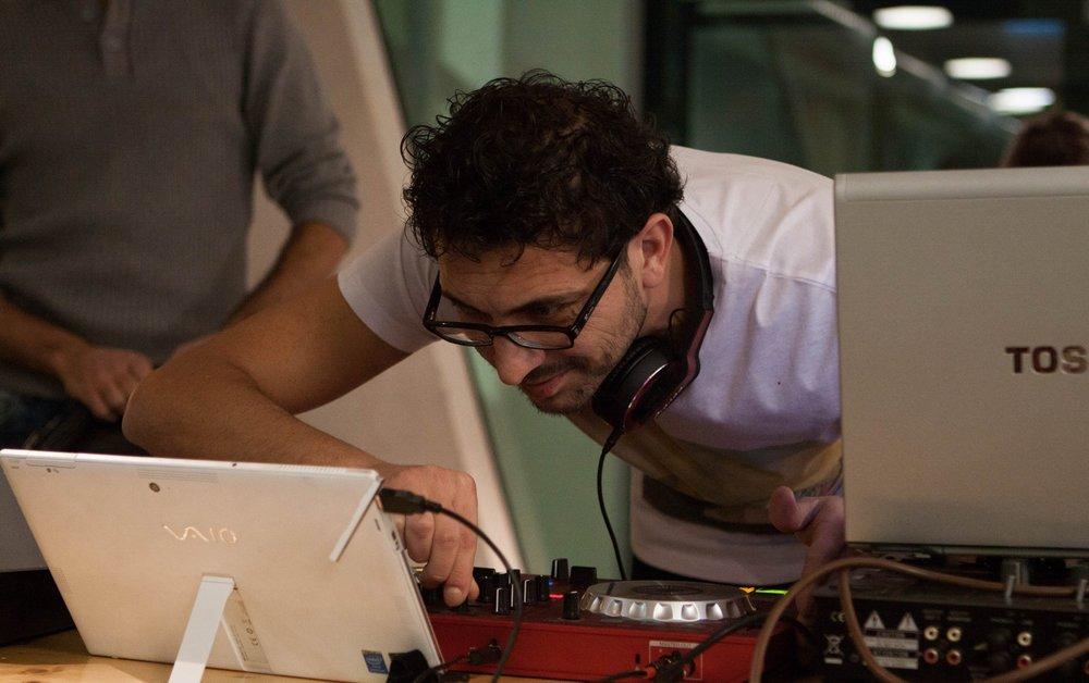 Luoai Allou aus Syrien ging in der ihm aus Damaskus vertrauten DJ-Rolle voll auf ...