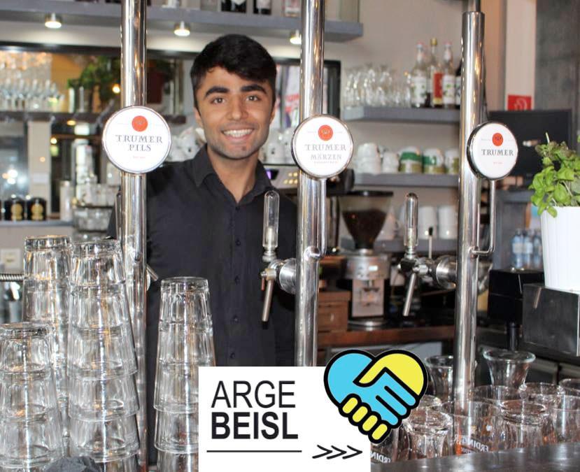 Wajid Ali Mirza  hinter der Schank im  ArgeBeisl   ...