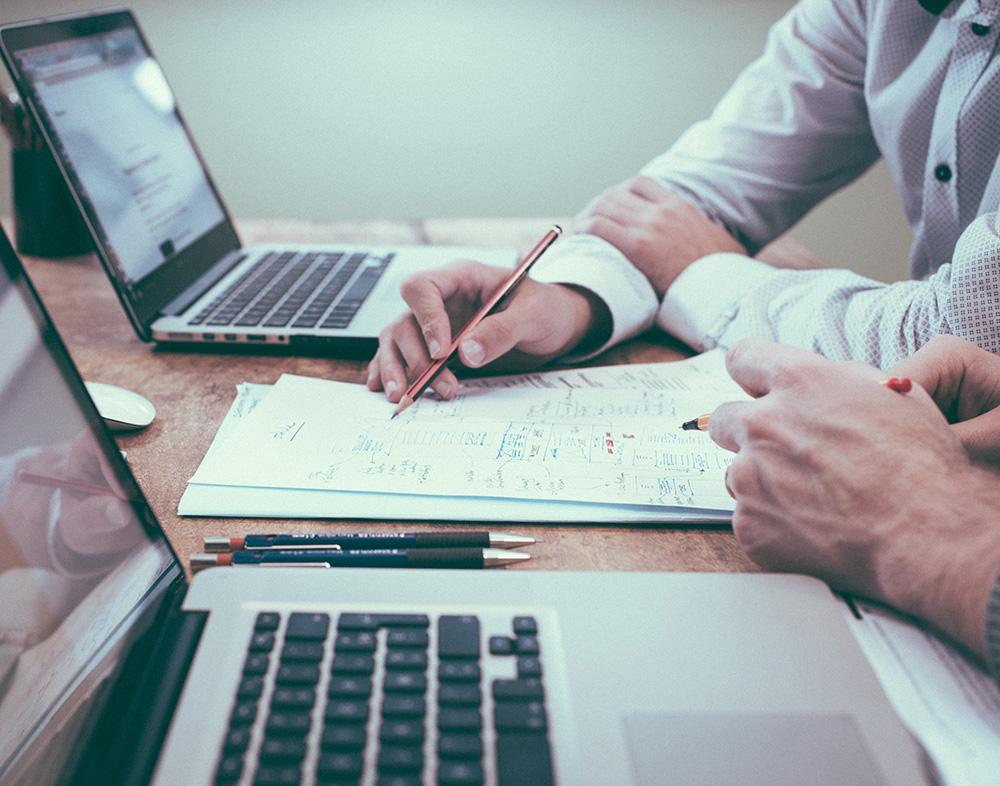 Yrityskaupoilla yrittäjäksi - Tiesitkö, että hyviä yrityksiä on myytävänä eri aloilla kaiken aikaa? Toimivan yrityksen ostaminen voi olla paras reitti yrittäjäksi myös sinun toimialallasi. Selvitetään yhdessä mahdollisuutesi yrityskauppoihin osana opintojasi.