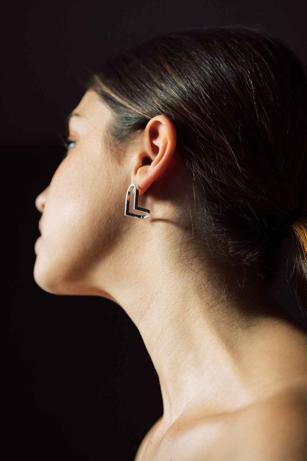Arco-Arched Angle Earring_Model 06.jpg