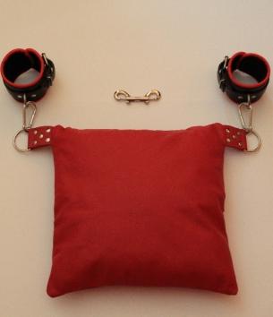 Ritual cushion cuffs set.png