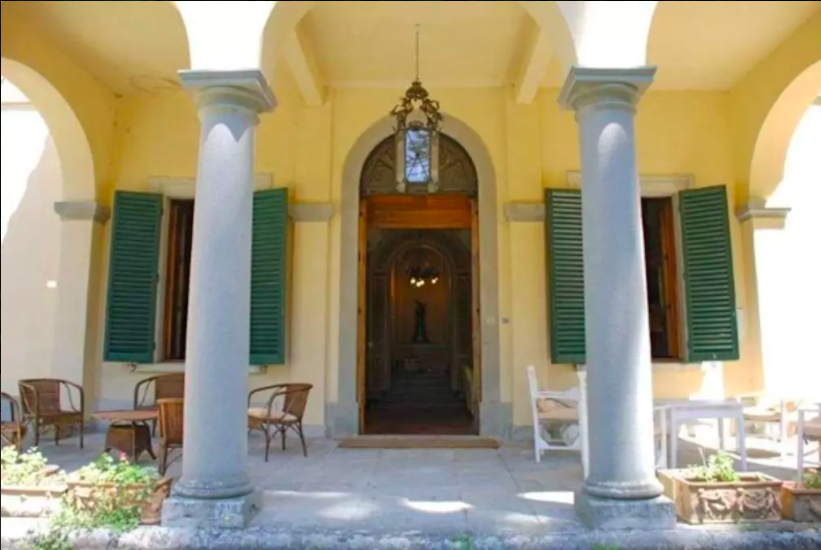 Entrance to Villa Domme