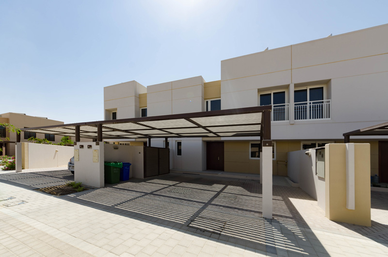 Beautiful 3-bedroom Townhouse with maid's room and covered parking in Lilac, Al Zahia