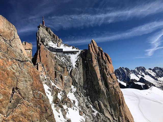 Arrete des Cosmiques was cool. I miss it already. . . 🏔 . . #chamonix #cosmique #aguilledumidi #alps #france #climbing #alpinism #livetärensemester #views #mountains #summer #altitude #granite
