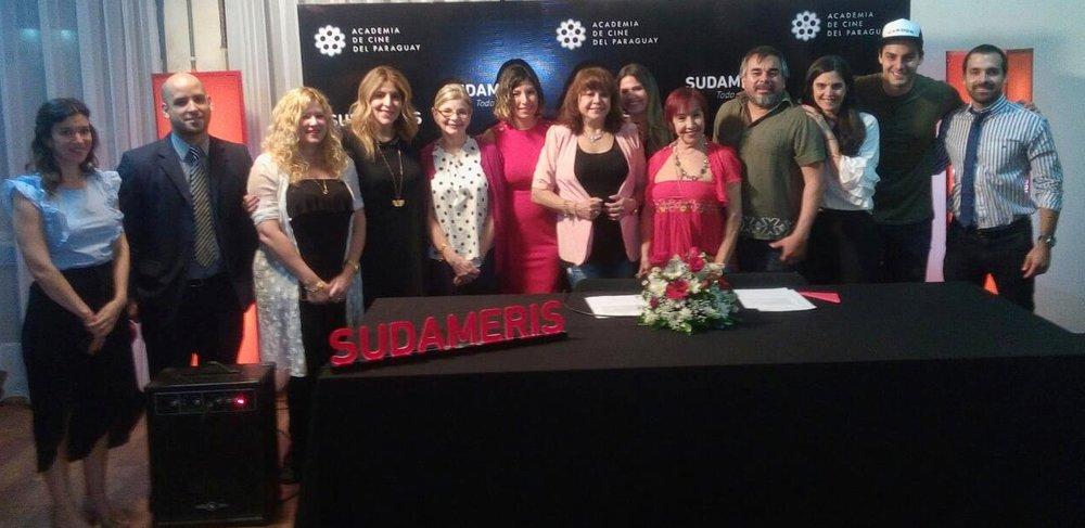 Miembros de la Academia de Cine y representantes del Banco Sudameris.