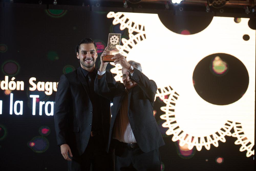 Ramón del Río junto a Bruno Sosa quien hizo entrega del galardón.