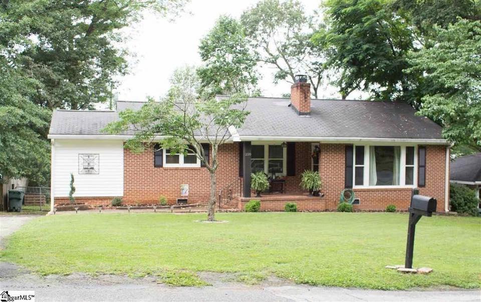 STATUS: SOLD   220 Scarlett St.I Greenville, SC I 29607  $205,000 I MLS# 1349768  3 Beds, 1.5 baths I Sherwood Forest