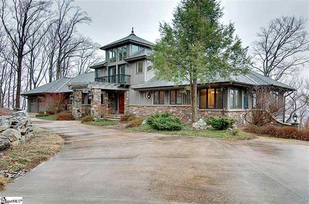 STATUS: SOLD   411 Stony Road I Landrum, SC I 29356  $435,000 I MLS# 1335719  3 Beds,5.5 baths I Cliffs at Glassy West