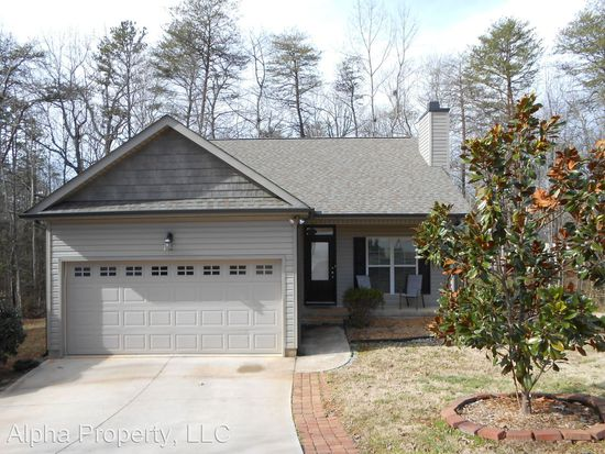 STATUS: SOLD   309 Southcreek Dr. | Travelers Rest, SC | 29690  $165,600  |  MLS# 1360374  3 Beds, 2 baths I Greenville County
