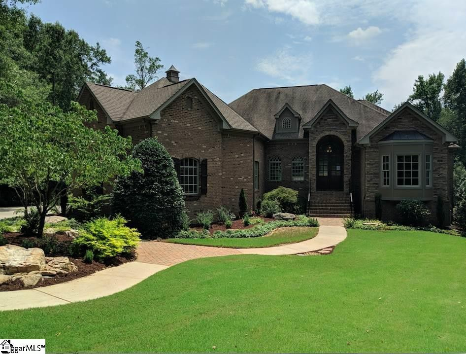 STATUS: SOLD - OCTOBER 2018   5 Brick House Court. | Simpsonville, SC I 29681  $895,681 I MLS# 1363295  4 Beds, 6 Baths | Greenville County