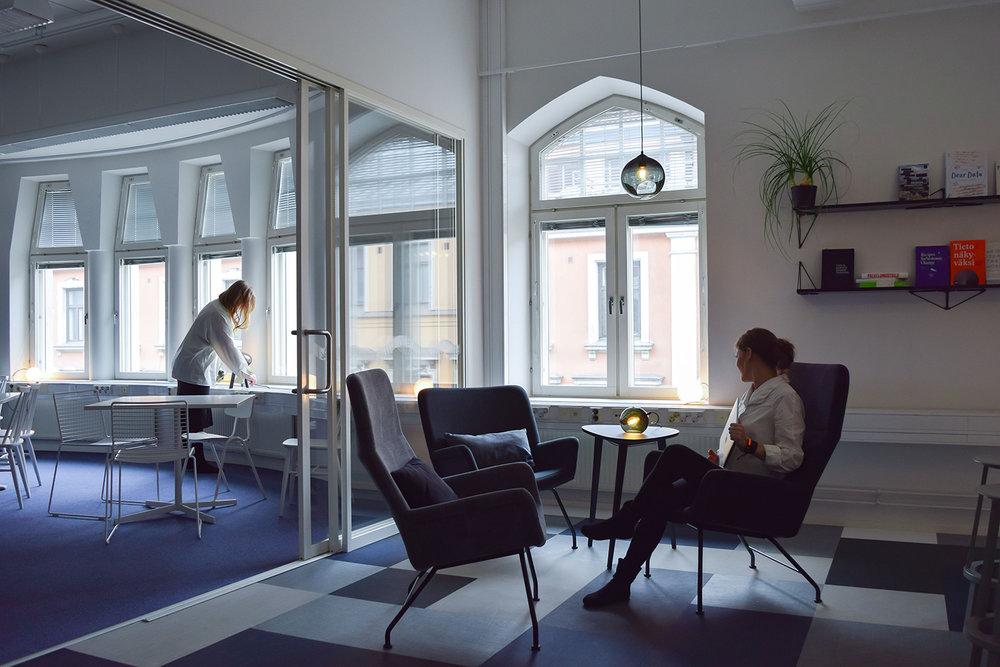 Yhteiskehittäen yritysten toimitilat onnellisten ihmisten monitiloiksi! / Co-creating the new office space for a hub of happy IT-companies!  Lue lisää  /  Read more