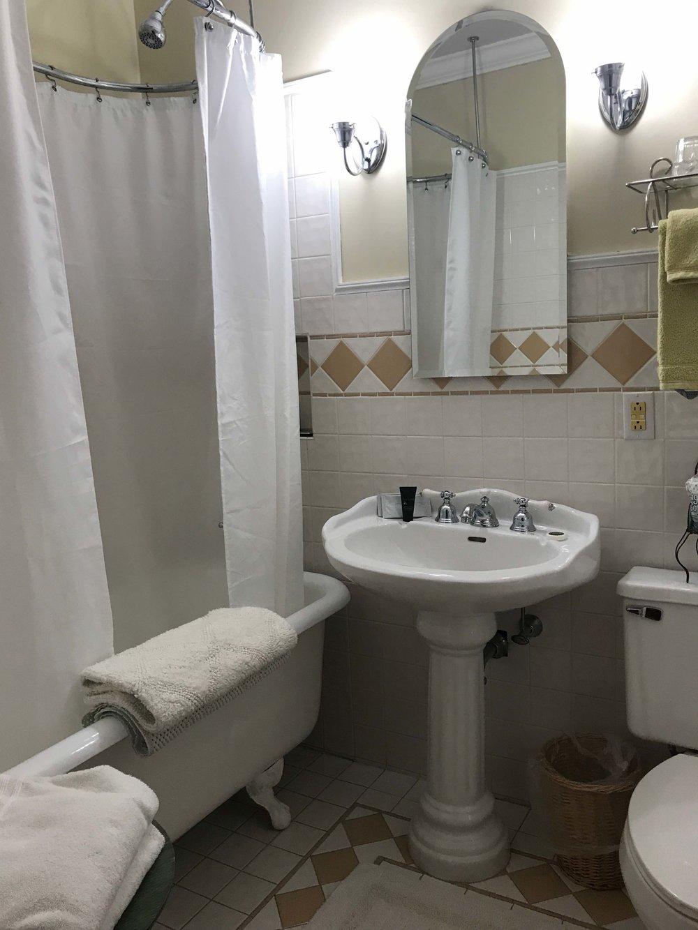 Room 6 Bathroom.jpg