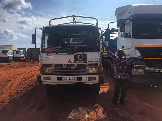 We have a network of 1,000+ trusted transporters. Here is one driver showing off his new Kumwe sticker 👌🏽🇷🇼 #kigali #my250 #rwanda #truck #kumwe #fuso