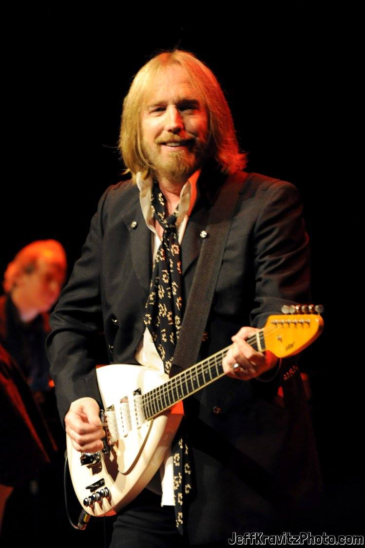 Tom Petty performs at California State University Northridge on October 29, 2011 in Northridge, California.
