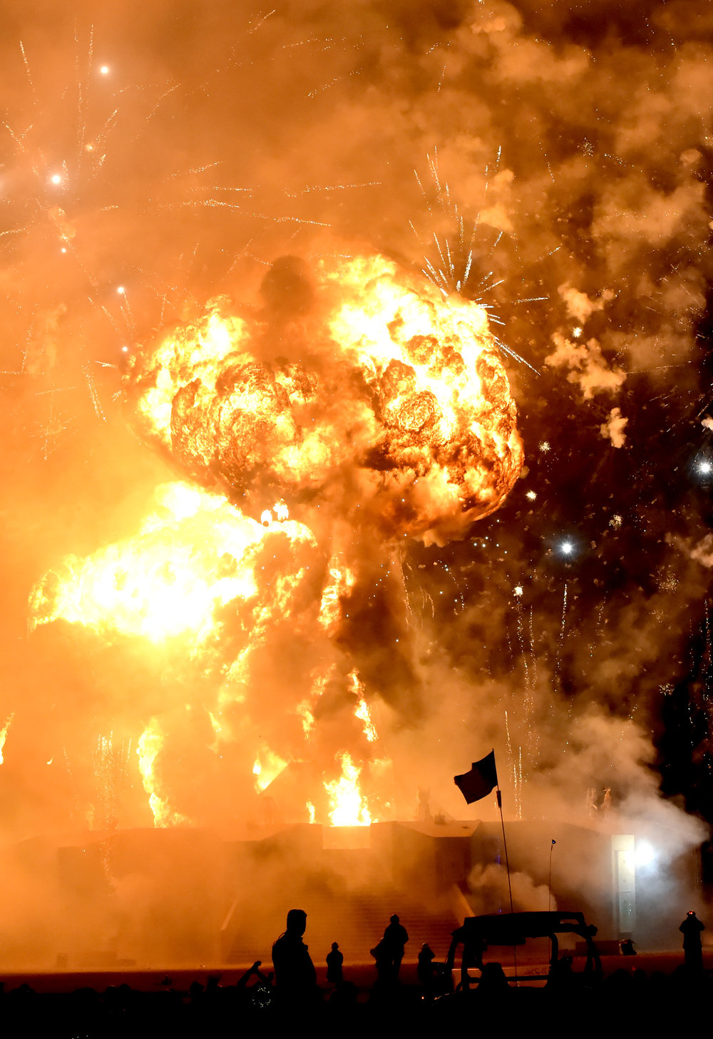 The explosions I've witnessed in 4 Burns have been the most spectacular explosions I've ever seen, if you saw this in the default world it would not be good
