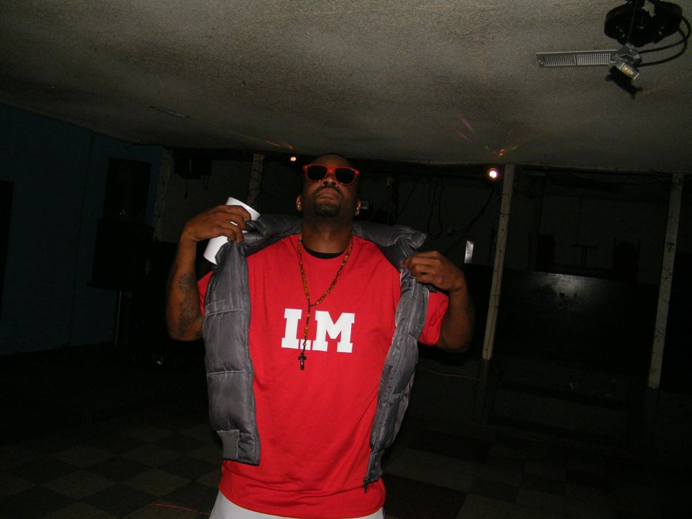 BUCC 500 YO I'VE BEEN RAPPING FOR REAL, FOR REAL FOR ABOUT 7 YEARS NOW, IM FROM MEMPHIS TN, BUT I'VE BEEN BOUNCING AROUND MY HOLE LIFE. BUT SOME OF MY INSPIRATIONS IS PEOPLE LIKE EMINEM, LUDUCRIS, OUTCAST, NICKLEBACK, LINKIN PARK, ANYTHING THATS REAL AND JUMPING FOR REAL. I GO BY THE NAME BUCC 500 OR DIRTY GAME IM A SOLO ARTIST. AINT REALLY AFTER THE FAME, I JUST LOVE THIS MUSIC AND THE CRAFT OF HIPHOP. IF I BLOW UP THAT'S WHATS UP BUT IM JUST LOOKING FOR A FEW FANS WHO LIKE REAL HIPHOP LIKE I DO.