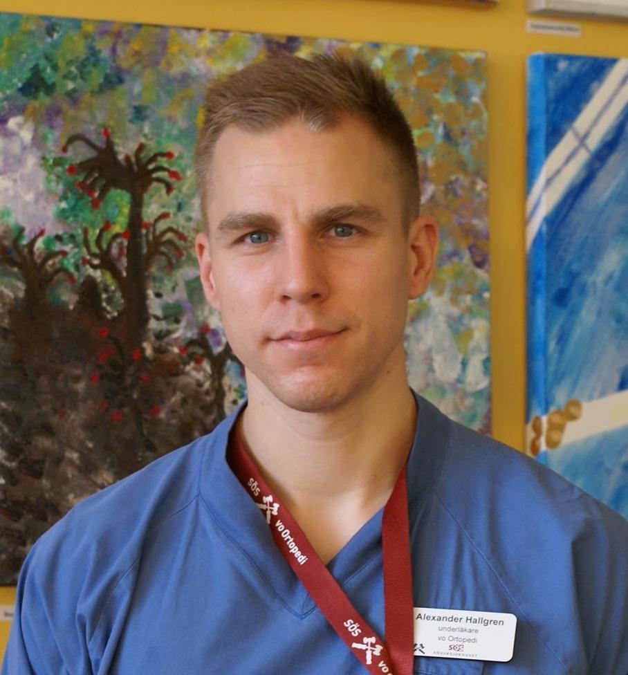 Alex Hallgren - LäkareM.D. ST-läkare inom OrtopediPh.D. student; forskar om korsbandsskadorLäkare för jr. landslaget i amr. fotbollTraumatiska idrottsskador är Alexanders passion. Som aktiv läkare på en av Sveriges mest trafikerade akutmottagningar har han sett och hört det mesta. Alex föreläser om axelluxation, hopparknä, löparknä, artros, stukningar och akut omhändertagande.