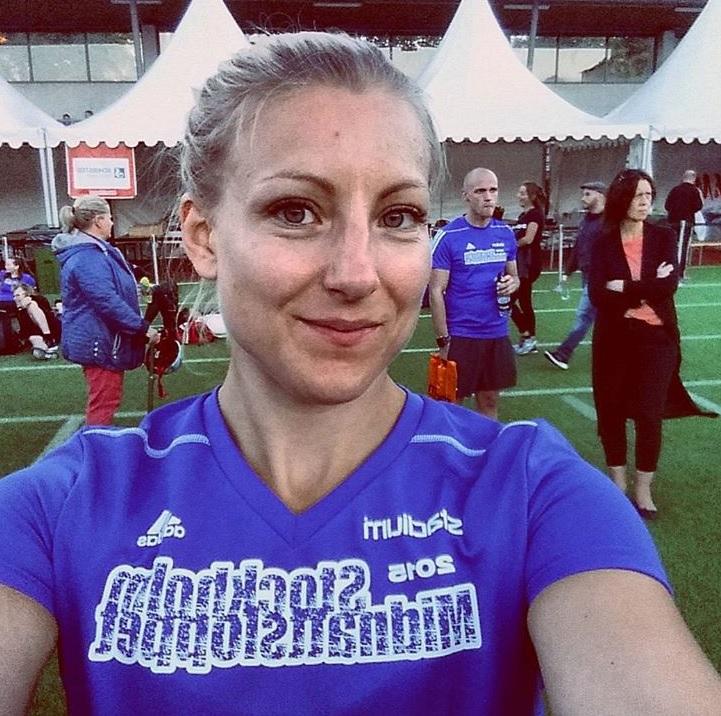 Emma Lundin - Lic. Personlig TränareLic. KostrådgivareUtbildad i Träning för gravidaDiplomerad i SportmassageEMMA HÅLLER I RÖRLIGHETSTRÄNINGEN I VÅR PT-UTBILDNING. NÅGOT SOM HON KOMMER I KONTAKT MED VARJE DAG TILLSAMMANS MED SINA KLIENTER. SOM PLATSCHEF PÅ CROSSFIT SÖDERMALM HJÄLPER HON ÄVEN REGELBUNDET MEDLEMMAR ATT KOMMA DJUPARE I KNÄBÖJ OCH MYCKET MER.