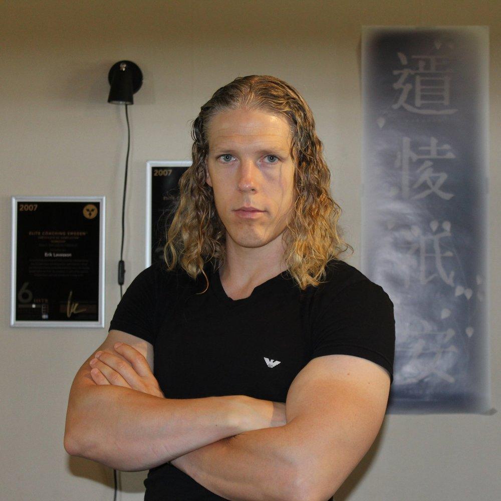 Erik Lavesson - Leg. SjukgymnastLic. Personlig TränareFysioterapeut - KarolinskaStuderat Idrottsmedicinerik@intensivept.se