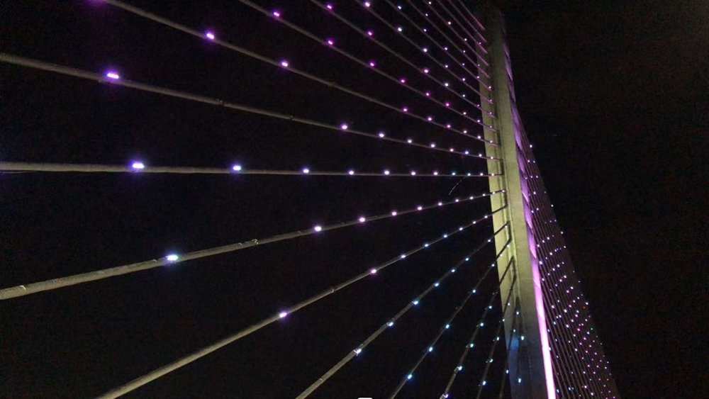 "The lighted bridge in Bucaramanga called the ""Puente de la Novena."""