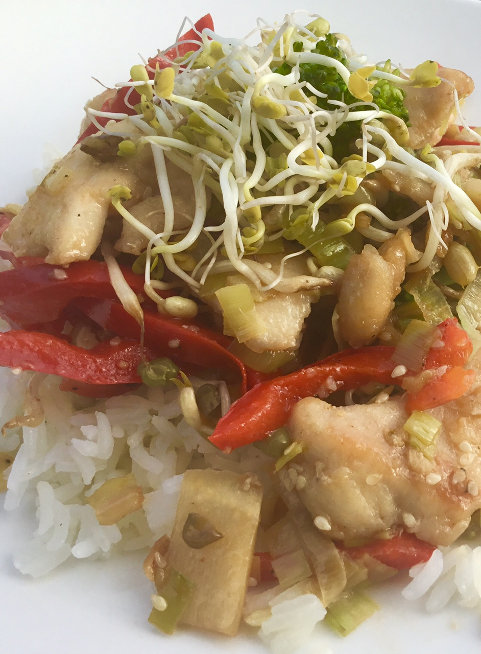Asian Stir Fry Chicken with Ginger, Red pepper, Mung Bean Sprouts and Radish Sprouts - Crispy, nutty Mung Bean sprouts add a delightful Asian flair to this classic dish. Topped with spicy Radish Sprouts for a taste sensation!