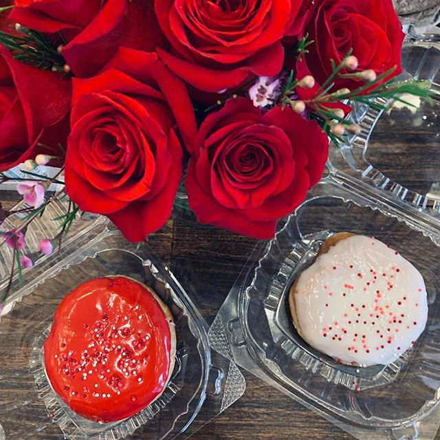 Happy Valentine's Day!!! ❤️ Special Donuts and Flowers all day long. What more could you ask for? Come see us from 6:30am-7pm today. 🥰😍#bemyvalentine #loveisintheair #sipnscooptn