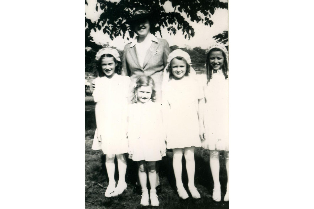 The Cradock Girls with Mom (Nora), 1943. (left to right) Mary, Christine, Helen, and Patsy.